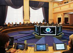Мэр города наградил «УКЖХ Октябрьского района» за лучший снежный городок