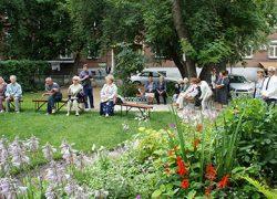 Во дворе дома №5 по улице Державина создана зона отдыха для ветеранов
