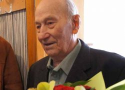 «УКЖХ Октябрьского района» поздравила юбиляра со 100-летием