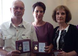 Специалистов УК «Октябрьская» наградили памятными знаками